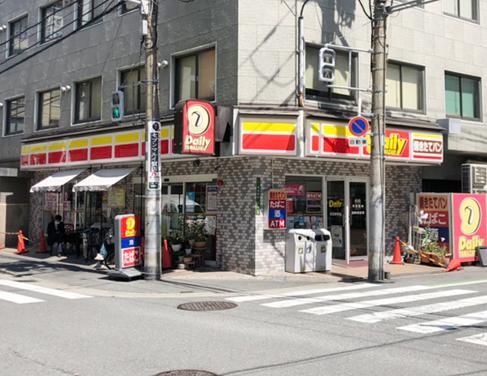 デイリーヤマザキ兎我野町店前